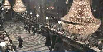 La grande salle de Gringotts dans « Harry Potter à l'école des Sorciers »