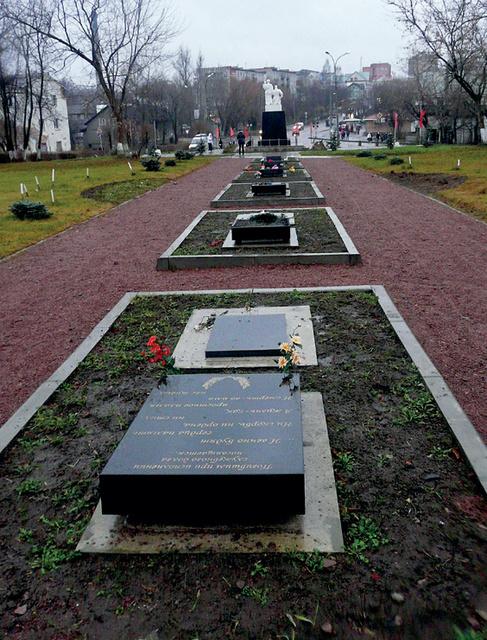 Памятник на могилу Лахденпохья Памятник Роза из двух видов гранита Лангепас