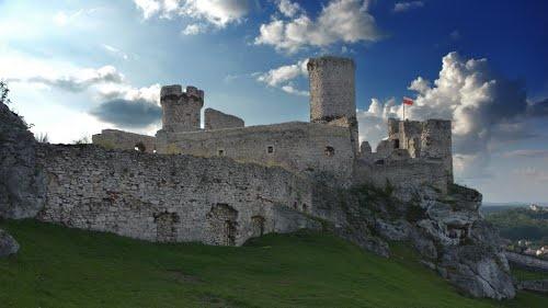 Podzamcze, Польша      Замок Огродзенец (zamek Ogrodzieniec)